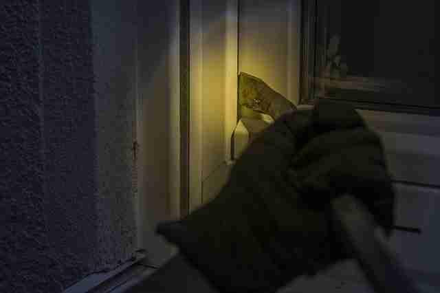 burglar crowbar window